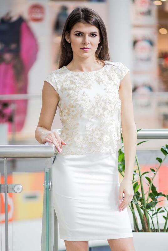 3c84c2aa04 LaKey Sisi Prosta kremowa sukienka z koronkową narzutką. Sukienki ...